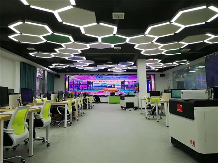 2019重庆大学城某科技公司办公家具施工现场